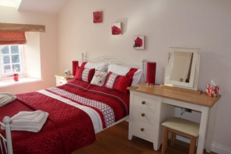 Beautiful king size bedroom at Golighty