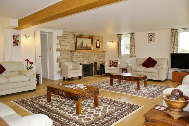 The Cotswold Manor Lodge, Exclusive Hot-Tub, Games Barn, 70 acres of Parkland, Oxfordshire, Photo 6