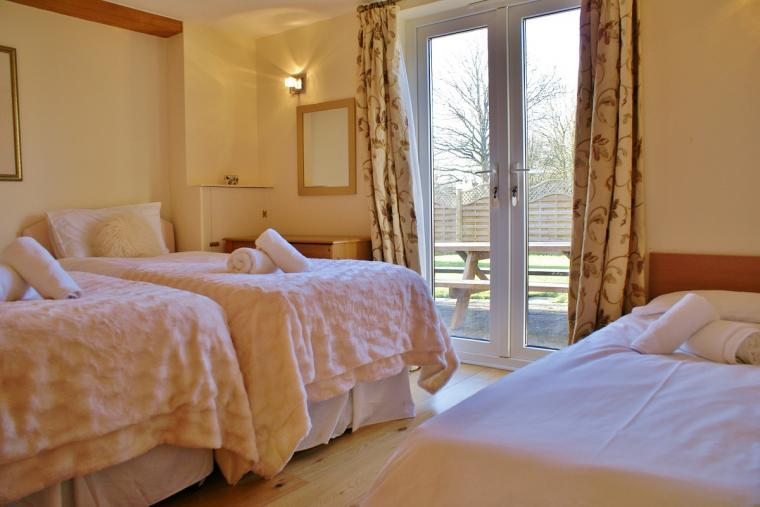 The Cotswold Manor Lodge, Exclusive Hot-Tub, Games Barn, 70 acres of Parkland, Oxfordshire, Photo 13