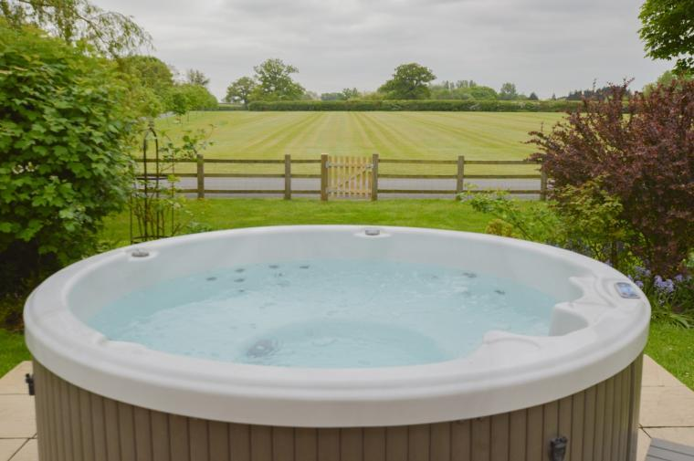 The Cotswold Manor Lodge, Exclusive Hot-Tub, Games Barn, 70 acres of Parkland, Oxfordshire, Photo 4