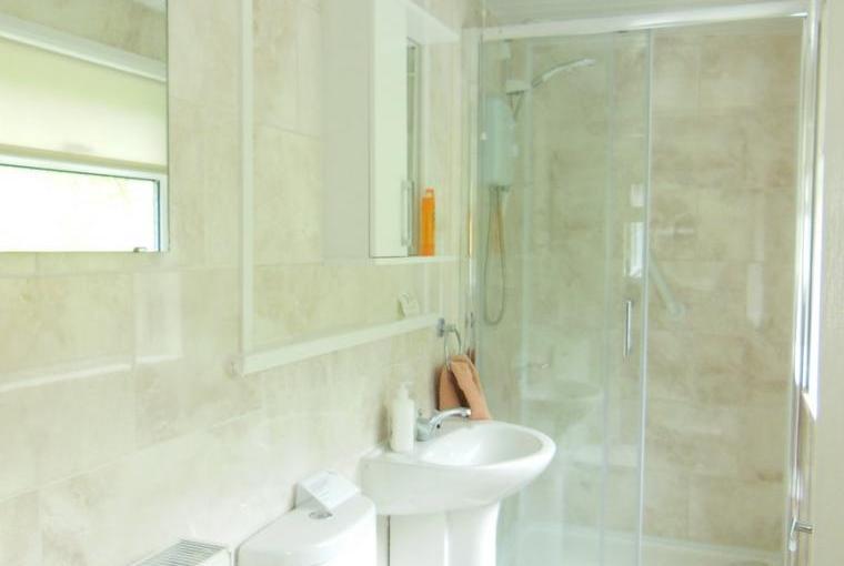 Ty Gwyn showerroom