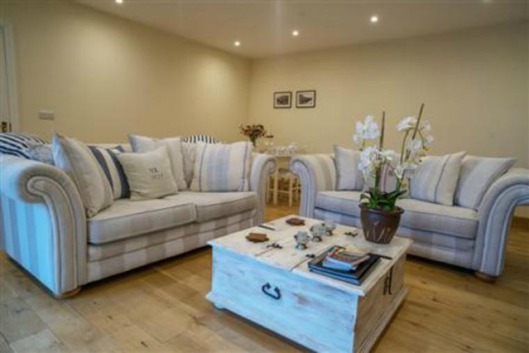 Relax and Unwind at Two Owls Lodge