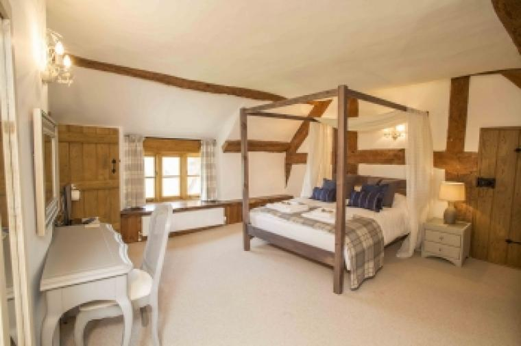Cottage with a four poster bedroom