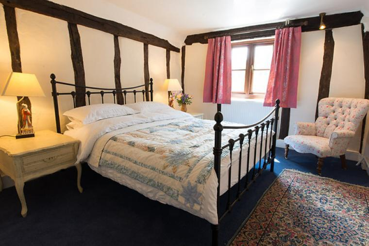 Meddlars Cottage Romantic double bedroom with king-size bed