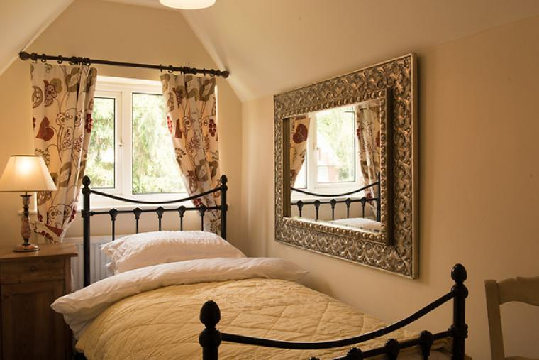 Comfortable single bedroom