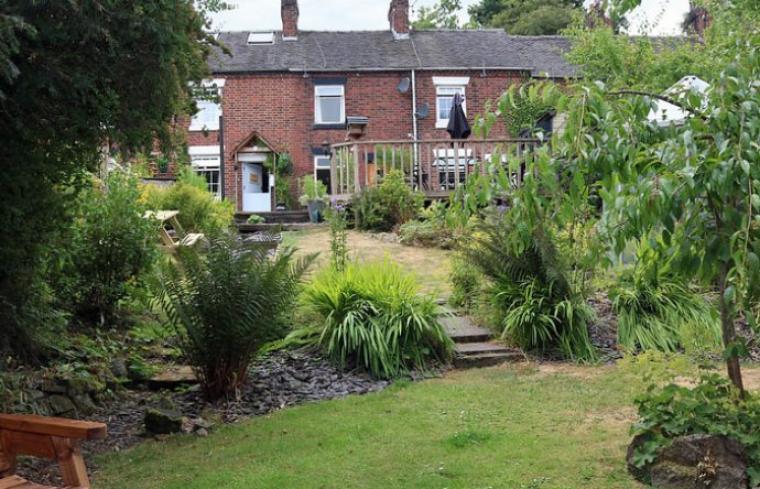 2 bedroom cottage Staffordshire