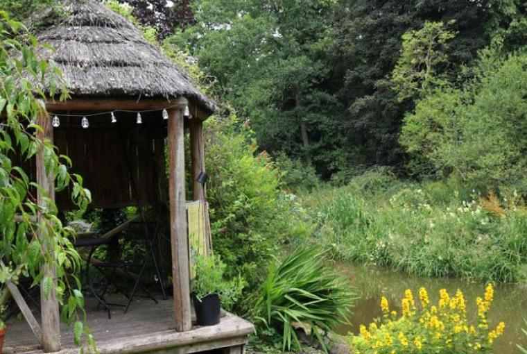 Holiday cottage canalside summer house
