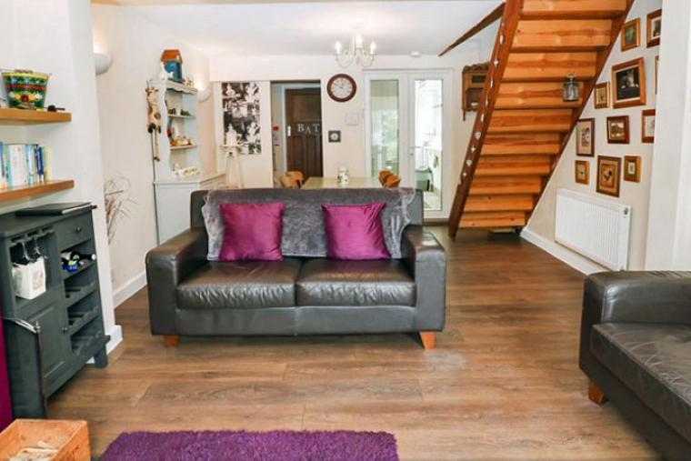 Two bedroom holiday cottage Staffordshire Cheddleton