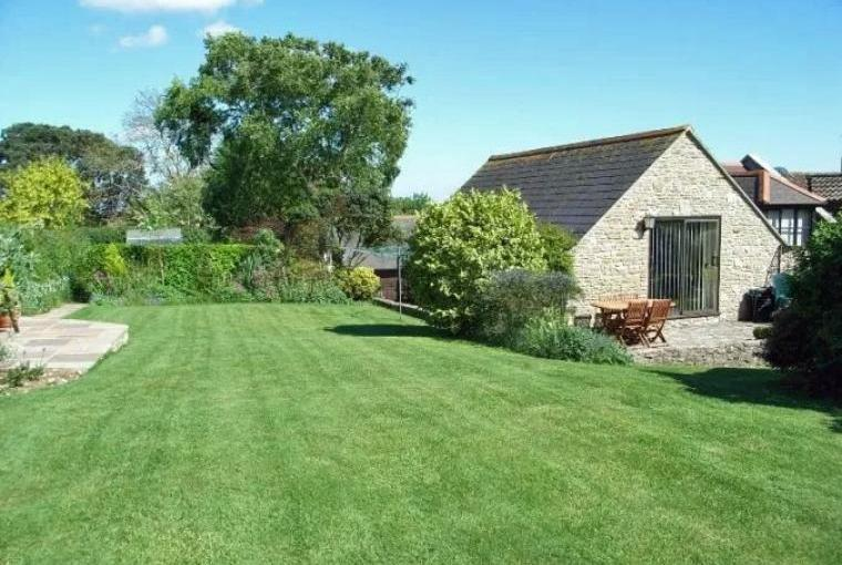 Dorset holiday rental with an attractive big garden