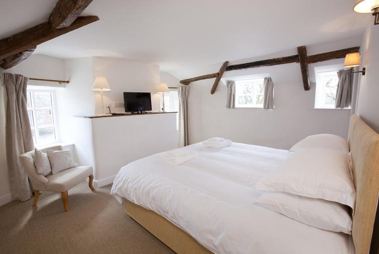 Gorgeous country house in DEVON, sleeps 16, with INDOOR POOL and GAMES ROOM.  2 toddler beds (4 yrs and under) and 2 cots at no extra charge.  2 dogs by prior arrangement (£50 charge).