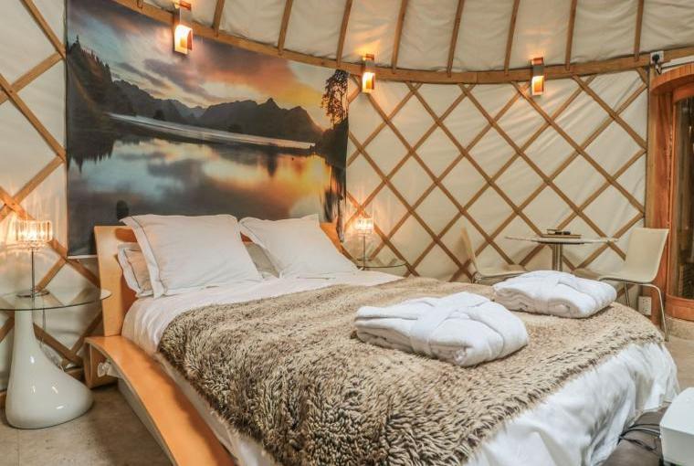 Island Yurt Glamping Holiday, Cotswolds, Cheshire, Photo 1