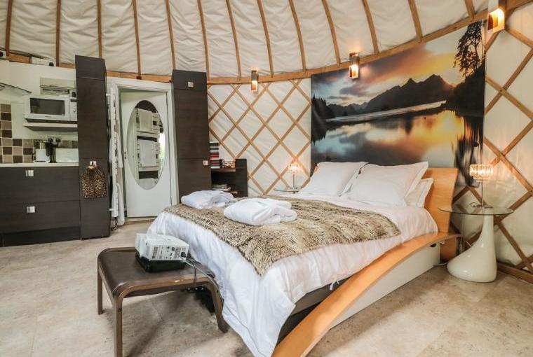Island Yurt Glamping Holiday, Cotswolds, Cheshire, Photo 3