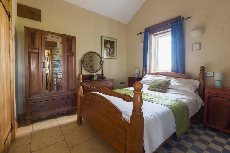 ground floor bedroom haverfordwest holiday cottage