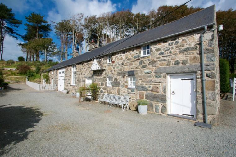 Pretty Dove Cottage