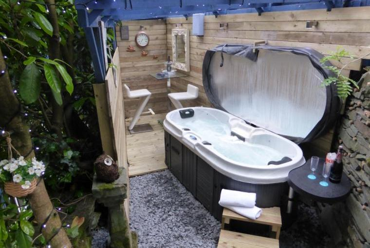 Gorgeous Scandi-style hot tub and bar under cover