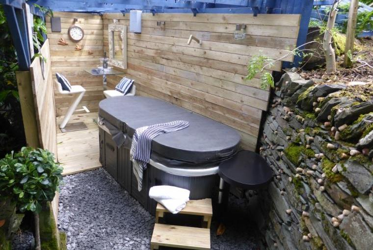 Comfortable outdoor area under cover with bar and hot tub