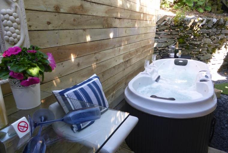 Soothing hot tub bubbles to help you realx