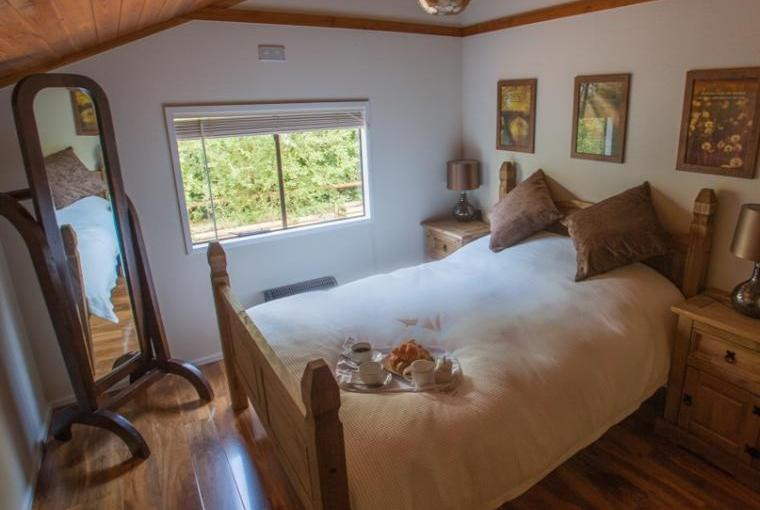 Double bedroom at Lakeview Lodge