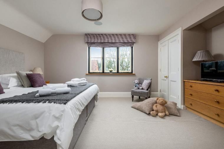 Sleeps 10+1, High Standard House with large garden and shared games room, Herefordshire, Photo 3