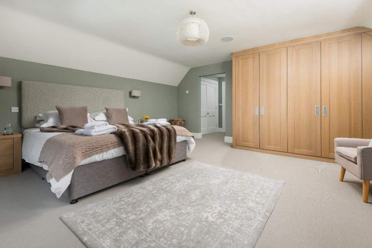 Sleeps 10+1, High Standard House with large garden and shared games room, Herefordshire, Photo 5