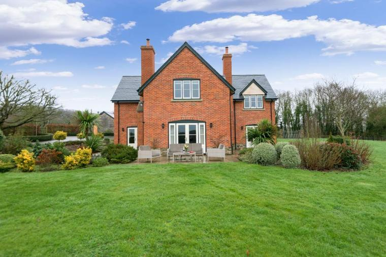 Sleeps 10+1, High Standard House with large garden and shared games room, Herefordshire, Photo 11