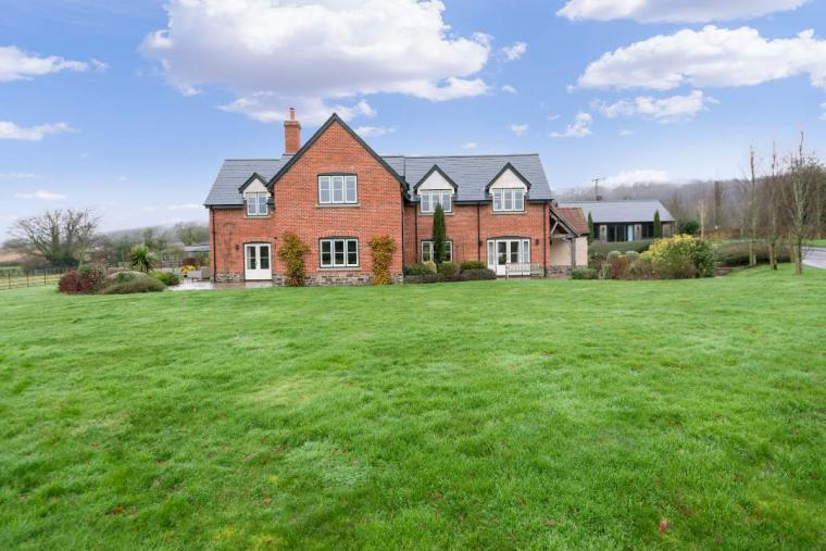 Sleeps 10+1, High Standard House with large garden and shared games room, Herefordshire, Photo 13