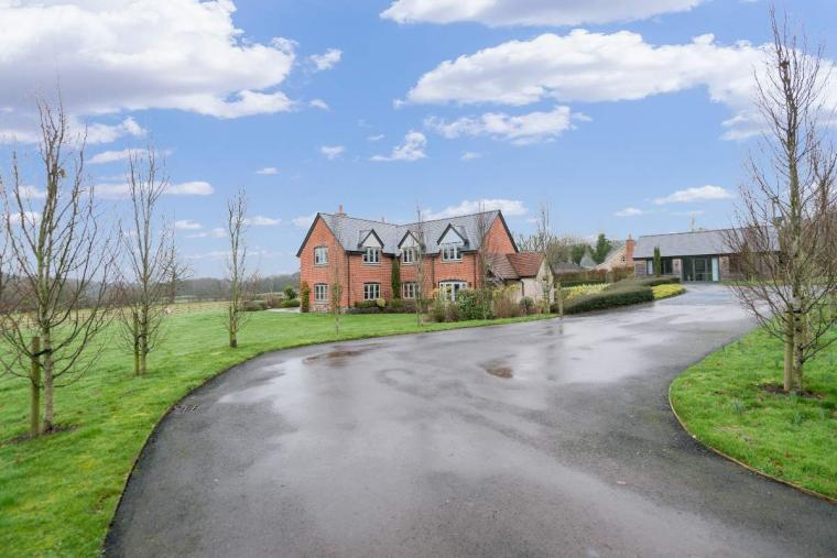 Sleeps 10+1, High Standard House with large garden and shared games room, Herefordshire, Photo 15