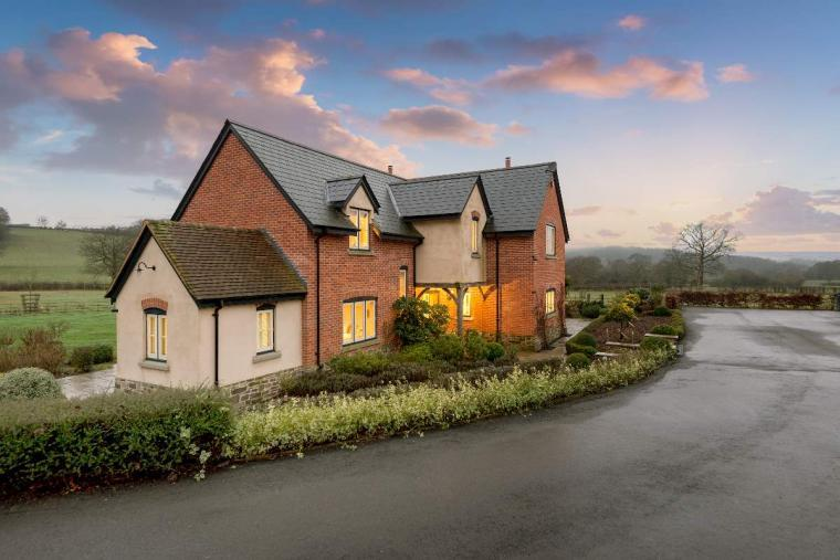Sleeps 10+1, High Standard House with large garden and shared games room, Herefordshire, Photo 18