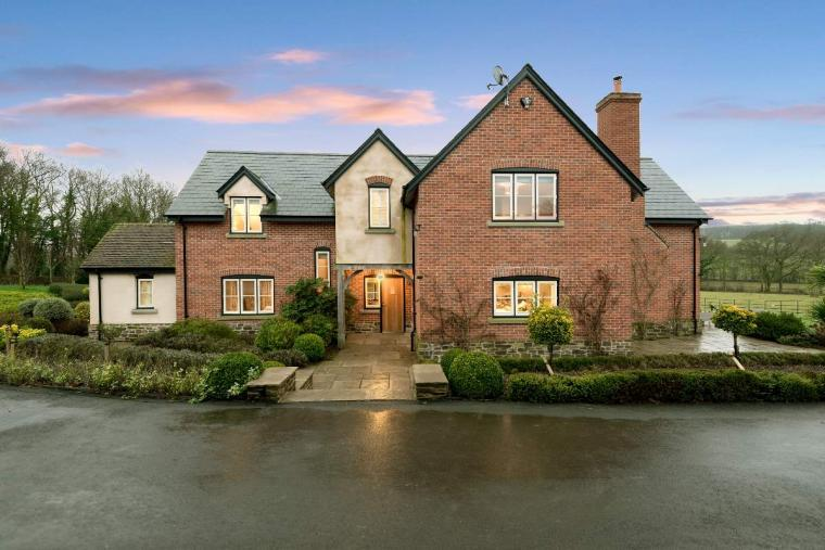 Sleeps 10+1, High Standard House with large garden and shared games room, Herefordshire, Photo 20