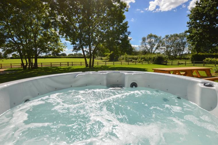 The Cotswold Manor Vineyard, Exclusive Hot-Tub, Games Barn, 70 acres of Parkland, Oxfordshire, Photo 2