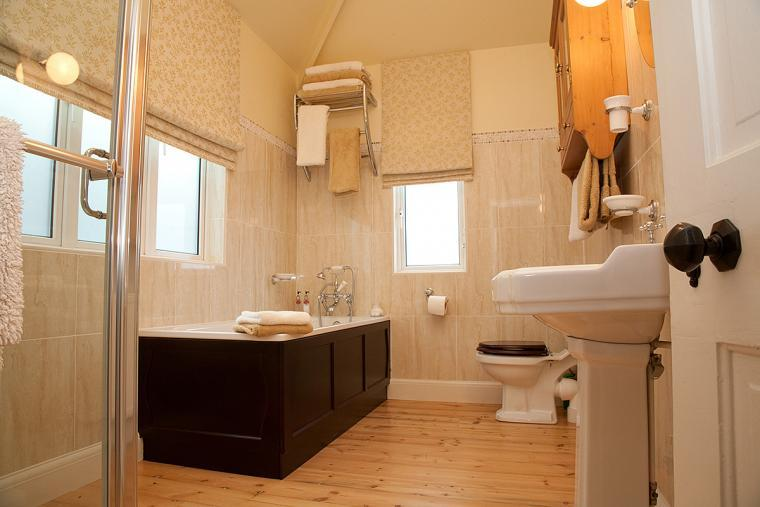 High Quality Family Bathroom with Bath and Shower