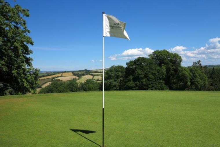Play golf at the High Bullen estate