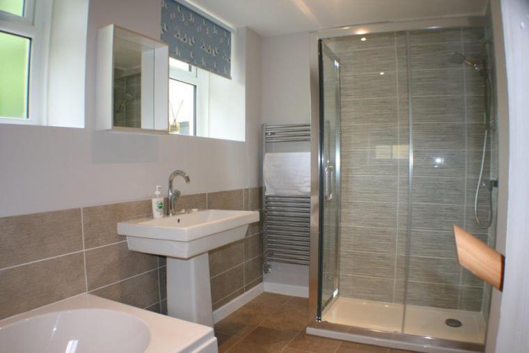 Anchor Ground Floor bath to Snug
