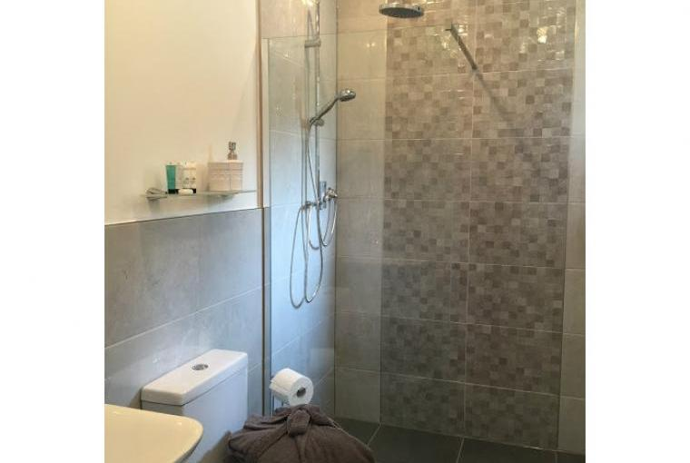 Stylish wet room with power shower