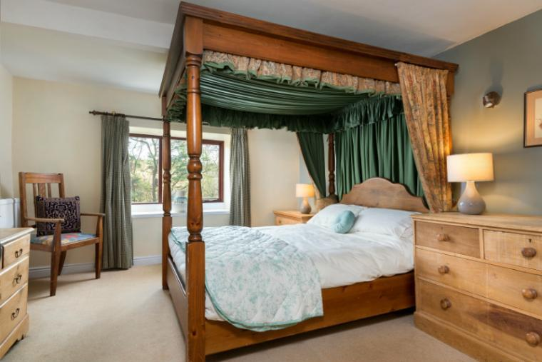 Another four poster bedroom