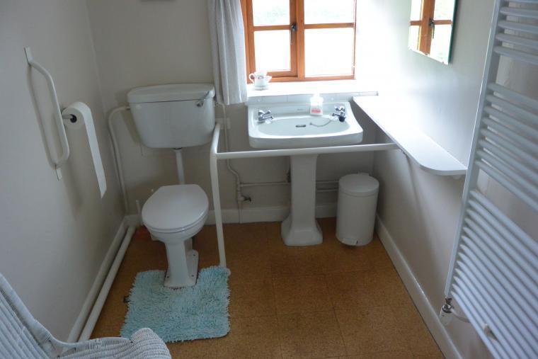 Farmhouse main bathroom