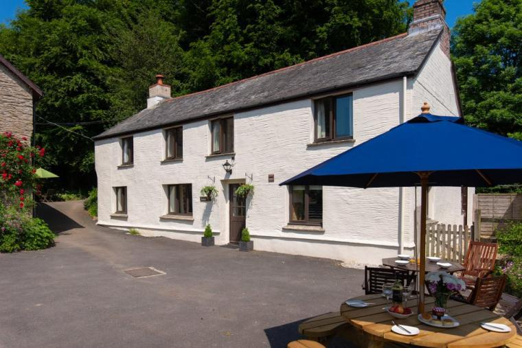 The Farmhouse at Wheel Farm Cottages, Devon, Photo 1