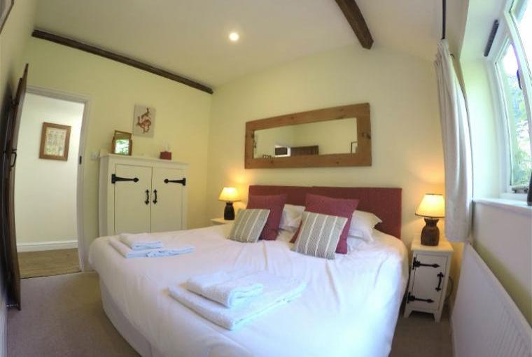 Blenheim-Cottage-Superking-size-Bedroom