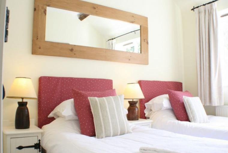 Blenheim-Cottage-Twin-Bedroom