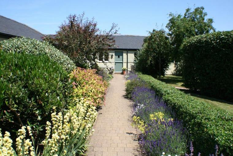 Courtyard garden at Oxford Country Cottages