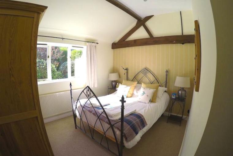 Spacious Romantic Double Bedroom