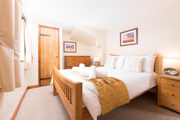 Romantic bedroom, Lower Mill