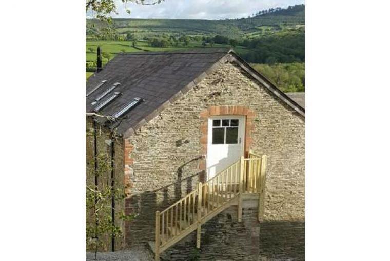Hayloft Couple's Barn Apartment, Pembrokeshire, Wales