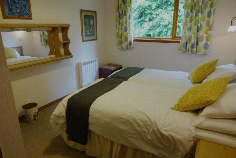 moffat holiday cottage king size bed