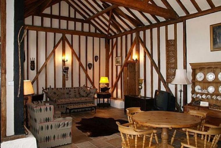 Barn conversion holiday home Buckinghamshire sleeps 4