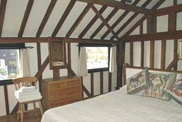 2 bedroom beamed old barn holiday home chilterns