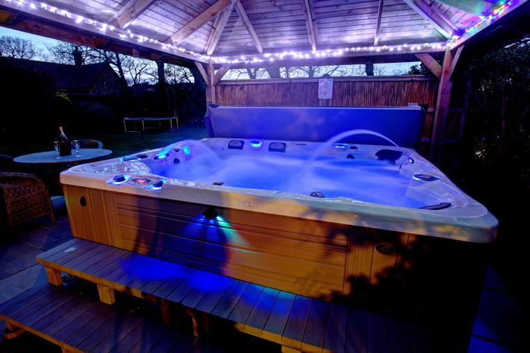 Incleborough House Hot tub by night