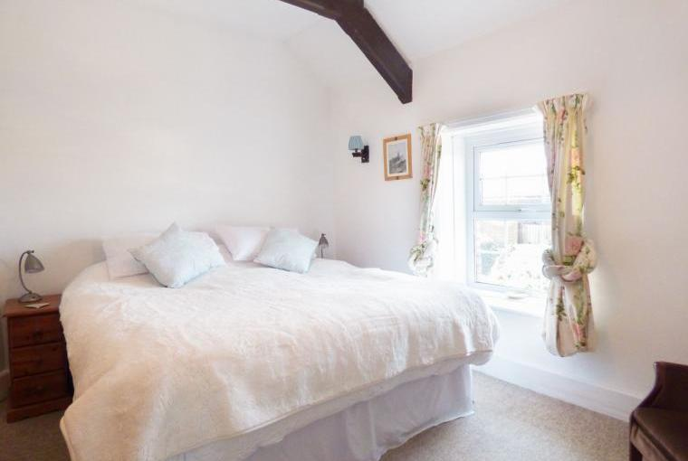 Another lovely bedroom