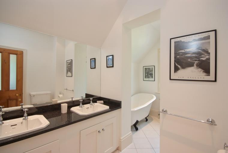 Family bathroom at Ludlow Manor House