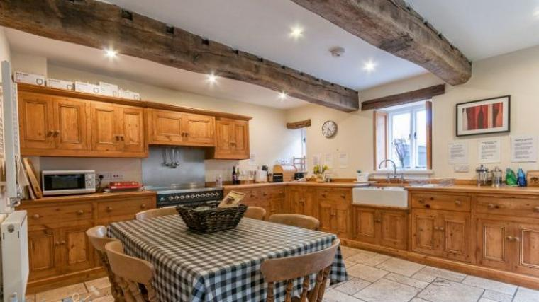 Riverside House Large fully equipped kitchen